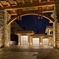 Modern Exterior by Begrand Fast Design Inc.