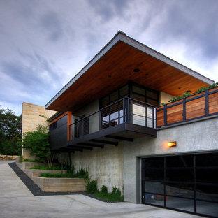 Foto della facciata di una casa moderna con rivestimento in cemento