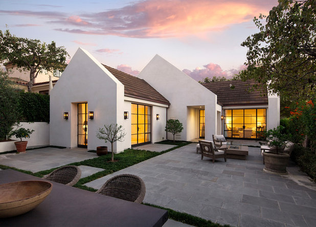 Transitional Exterior by Manson-Hing Architects Inc.