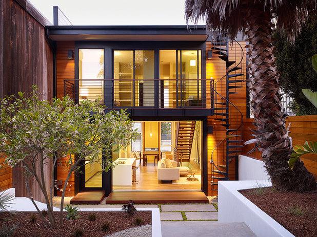 Современный Фасад дома by Design Line Construction, Inc.