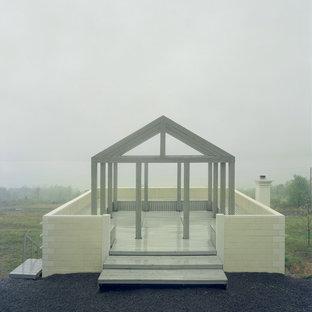 Foto de fachada beige, ecléctica, pequeña, de una planta, con revestimiento de hormigón