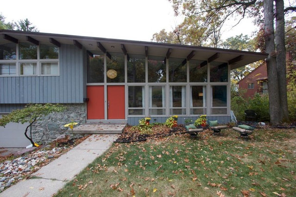 Midcentury Exterior by Mindi Freng Designs