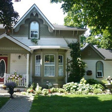 Traditional Exterior by HOPE DESIGNS