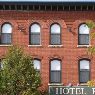 Hotel Ruby Marie - Historic Red Brick Building Contemporary Black Windows