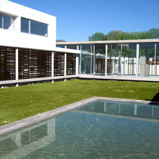 Modern Exterior by Carolina Katz + Paula Nuñez