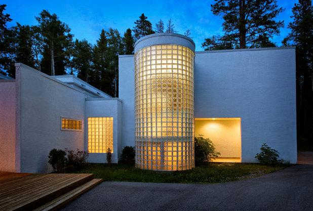 Contemporary Exterior by John Hallett Architect