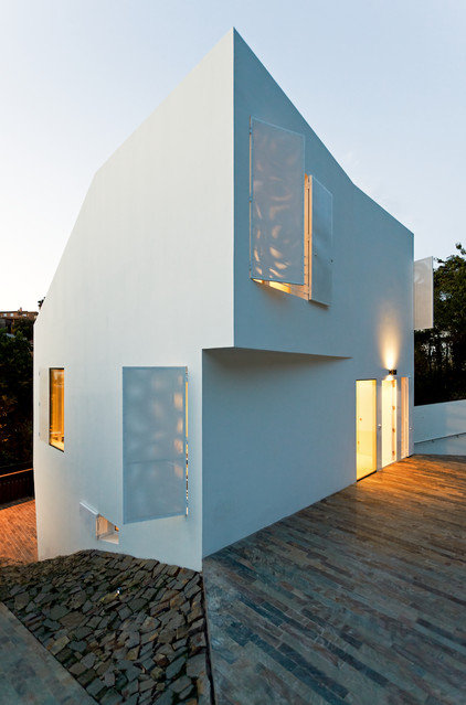 Contemporary Exterior by YLAB Arquitectos