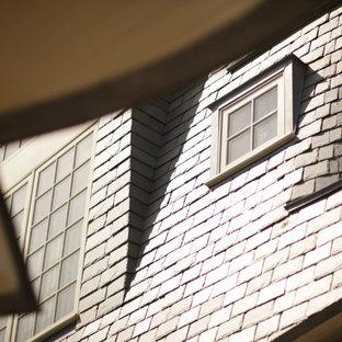 Imagen de fachada de casa marrón, costera, extra grande, a niveles, con revestimiento de madera, tejado a dos aguas y tejado de teja de madera