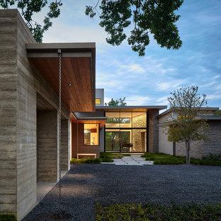 Esempio della facciata di una casa unifamiliare grande grigia contemporanea a due piani con rivestimenti misti e tetto piano