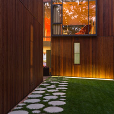 Modern Exterior by Min | Day Architects