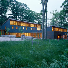 Modern Exterior by Eric Reinholdt, Architect