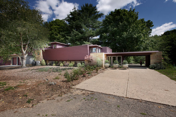 Rustic Exterior Houzz Tour: 20 Acres, a Train and a Midcentury Gem Fuel a Remodel