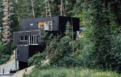 An Energy-Efficient Getaway on a Steep Site in Ski Country