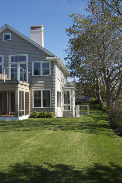 Farmhouse Exterior Simple application of traditional materials leads to a Modern appearance.
