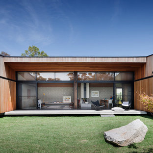 This is an example of a contemporary one-storey exterior in Melbourne with wood siding.