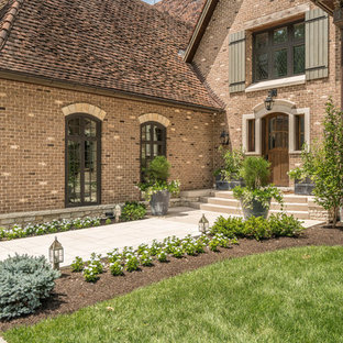 Example of a classic exterior home design in St Louis