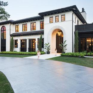Ejemplo de fachada de casa blanca, mediterránea, de dos plantas, con tejado de teja de barro