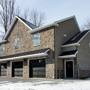 In-Law Suite and Detached Garage in Raritan