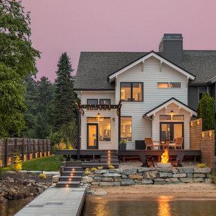 シアトルの中くらいのコンテンポラリースタイルのおしゃれな家の外観 (木材サイディング、タウンハウス) の写真