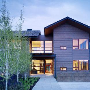 Ispirazione per la facciata di una casa viola moderna con rivestimento in legno