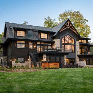 Idéer för att renovera ett vintage svart hus, med tre eller fler plan och tak i shingel