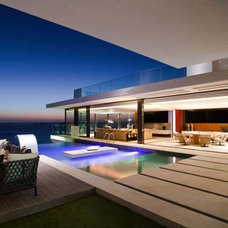 Modern Exterior Infinity Pools