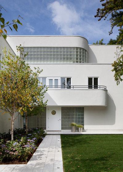 Modern Exterior by Streeter Custom Builder