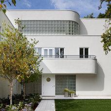 Modern Exterior by Streeter & Associates, Inc.