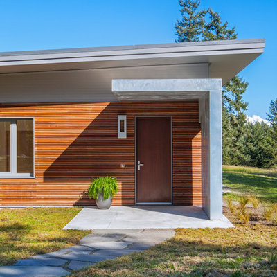 Inspiration for a mid-sized contemporary brown one-story wood exterior home remodel in Seattle with a green roof