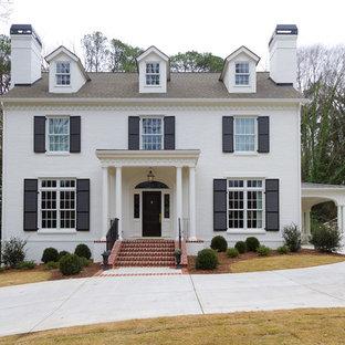 Idéer för stora vintage vita hus, med två våningar och tegel