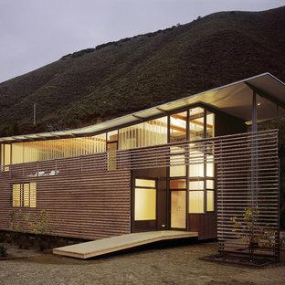 サンフランシスコの中くらいのコンテンポラリースタイルのおしゃれな家の外観 (混合材サイディング、茶色い外壁) の写真