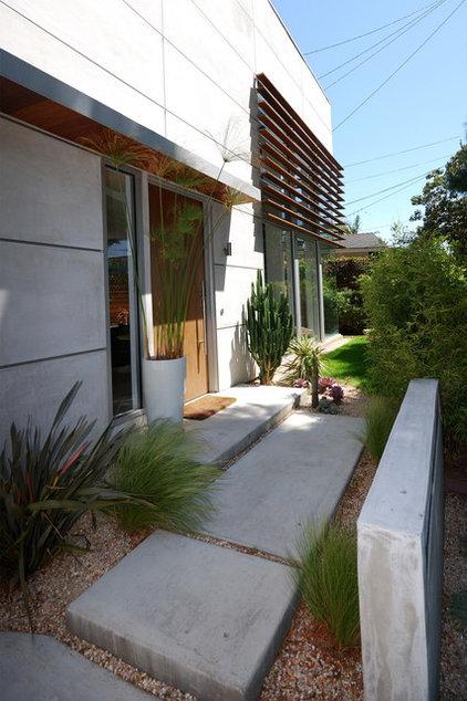 Modern Exterior by DLFstudio