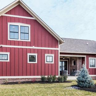 インディアナポリスのトラディショナルスタイルのおしゃれな家の外観の写真
