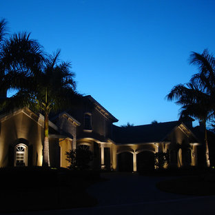 Example of an island style exterior home design in Jacksonville