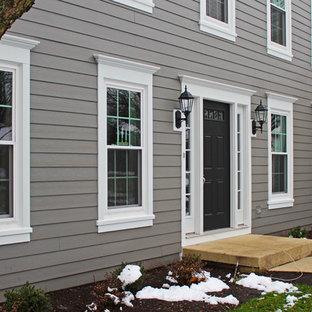Idéer för ett mellanstort klassiskt grått hus, med två våningar och fiberplattor i betong