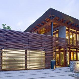 Diseño de fachada moderna con revestimiento de madera