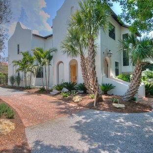 Foto de fachada blanca, mediterránea, grande, de dos plantas, con revestimiento de estuco y tejado a dos aguas