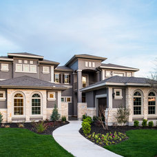 Traditional Exterior by Meritage Homes