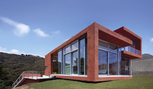 Moderno Fachada by Kanner Architects - CLOSED
