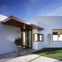 modern exterior by Kanner Architects - CLOSED