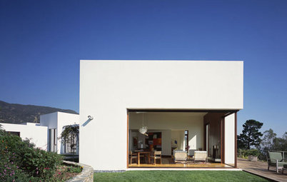 Sliding Walls Bring the Outside In