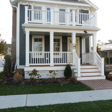 Beach Style Exterior by kelley gardner
