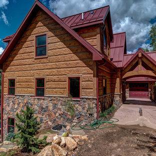 Diseño de fachada marrón, rural, con revestimiento de hormigón