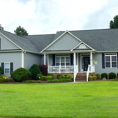 Example of a mid-sized classic gray one-story vinyl exterior home design in Other with a shingle roof