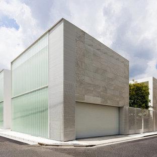 Foto della facciata di una casa grande beige contemporanea a due piani con rivestimenti misti e tetto piano