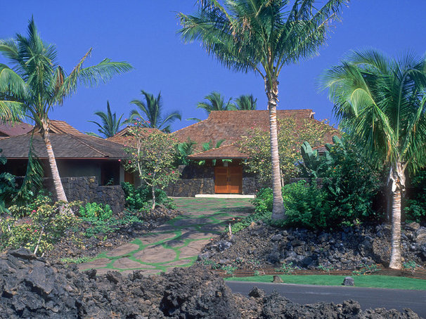 Tropical Exterior by Shigetomi Pratt Architects, Inc.