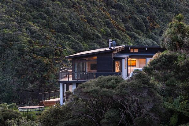 コンテンポラリー 家の外観 by Tse:Wallace Architects Ltd