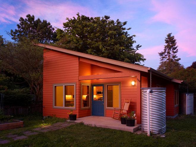 Contemporary Exterior by Rainbow Valley Design & Construction - Portland