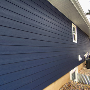 Mid-sized modern multicolored one-story mixed siding house exterior idea with a shingle roof