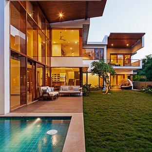 Immagine della facciata di una casa grande a due piani